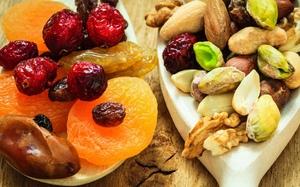 Орехи и фрукты енотам